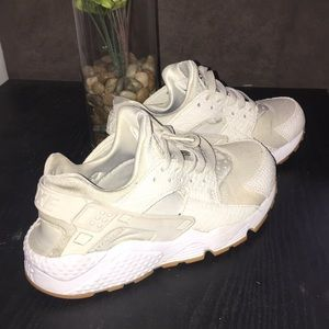 Huaraches women bone sand color and white